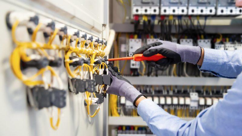 Come costruire un circuito elettrico